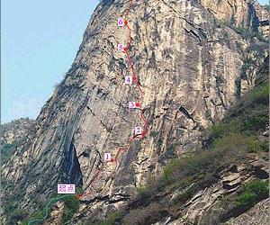 10月5日:北京密云爱好者野山攀岩30米高处坠下当场身亡