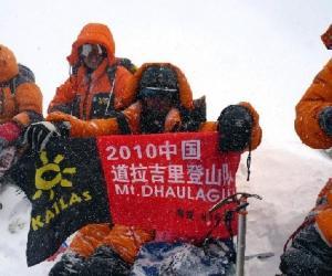 2010年5月,中国民间登山队尼泊尔登山3人遇难