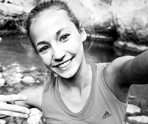 热衷攀岩的美少女迪朱利安