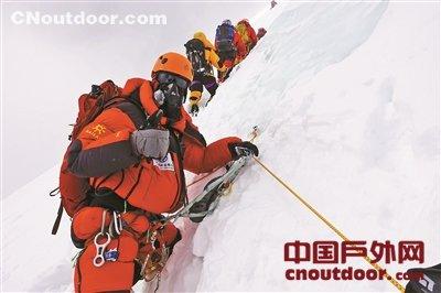 """""""做纯粹的登山者""""——张梁成功登顶13座8000米以上山峰"""