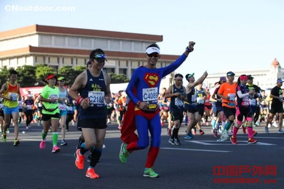 中国平均每天一场马拉松比赛   知道该如何办好它吗?