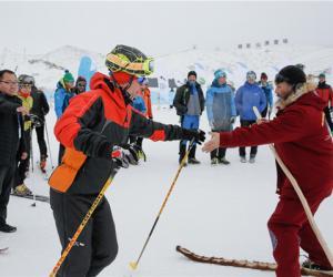 全球影响力最大滑雪登山赛事在新疆阿勒泰举行