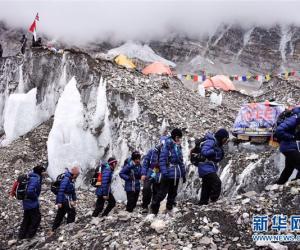 美媒:为从尼泊尔吸引登山者 中国不再坚持珠峰是8844米