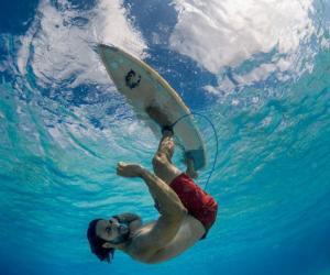 大神博奈尔岛演绎水下颠倒冲浪 将蓝天踩在脚下!
