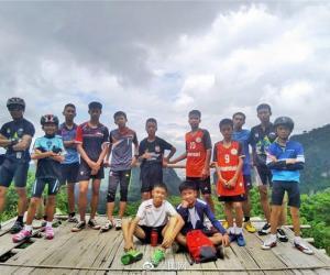 1名教练,12个孩子,在泰国的岩洞中遇险失踪