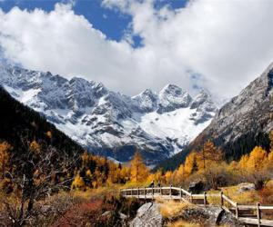 四川达古冰山景区深度开发洛格斯徒步游览区