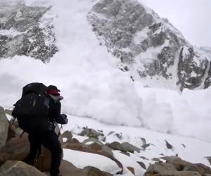 西班牙摄制组超近距离拍雪崩 惊险万分