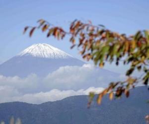 富士山诊所外国登山客增多 华人建议做好准备登山