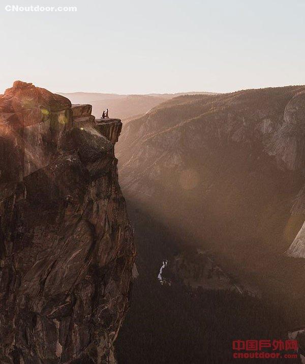 美国家公园山谷现印夫妇尸体 疑似摔落悬崖所致