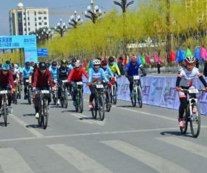 2019青海省自行车联赛赛首站在化隆县开赛