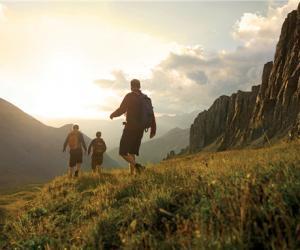 山地体验式旅游成为中国家庭休闲消费新选择
