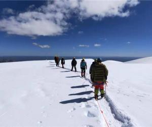 中国人民大学2019登山队成功登顶雀儿山