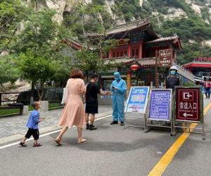 华山景区端午节假日接待购票登山游客10850人